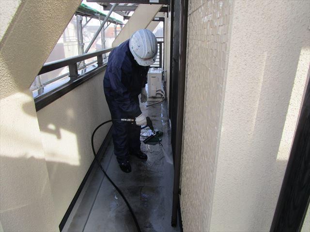 ベランダ床面の高圧洗浄