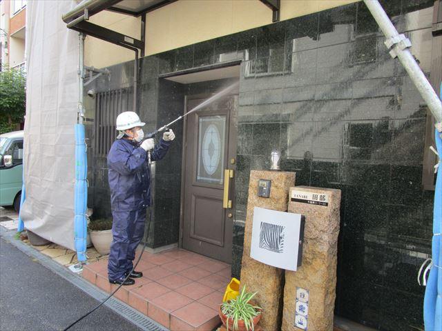 玄関廻りの高圧洗浄