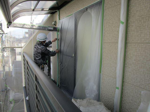 3階ベランダ窓枠養生