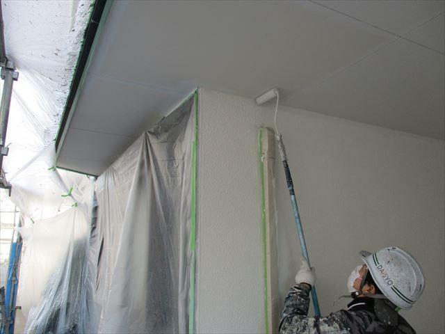 ガレージ天井の中塗り