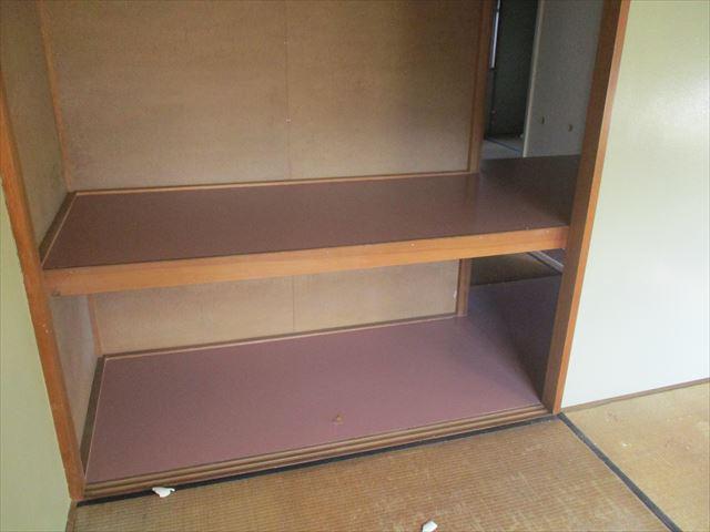 和室押入れ床の上塗り