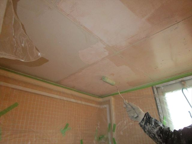 浴室天井下塗り