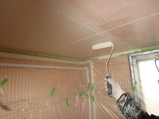 浴室天井中塗り