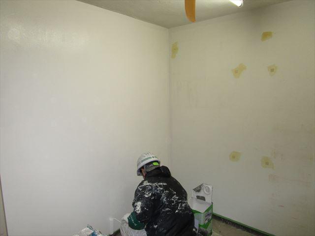 倉庫内中塗り