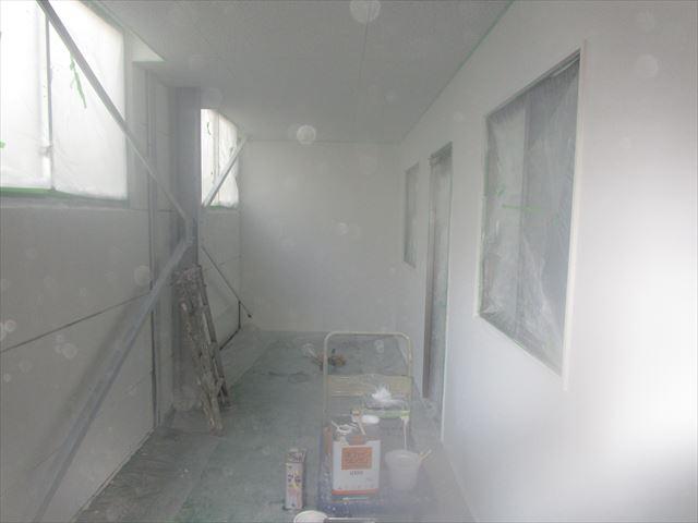 休憩室内下塗り完了