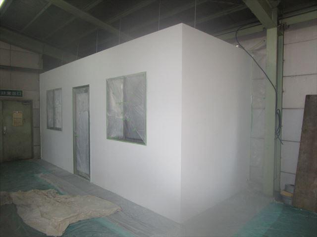 休憩室下塗り完了