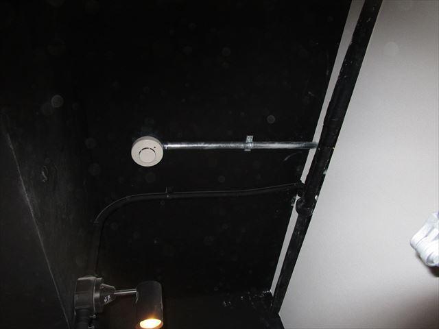 電気配管塗装前