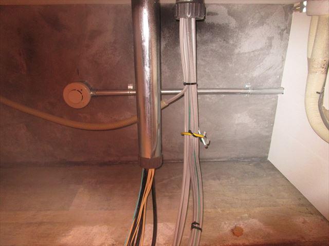 天井配管塗装前