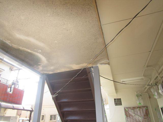 軒天井塗装の前と後