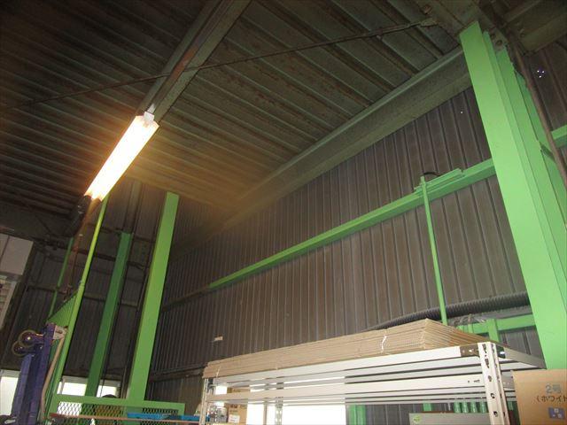 会社倉庫の現状の壁
