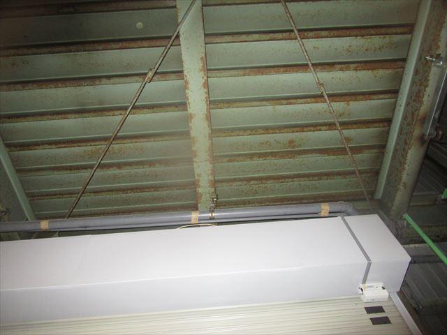 会社倉庫の現状の天井