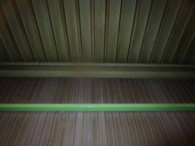 会社倉庫の天井壁