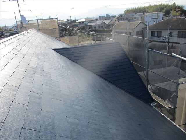 下塗りをしたスレート屋根