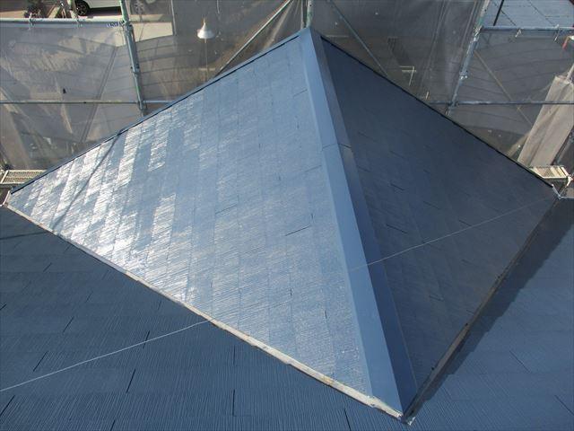 堺市の共同住宅でスレート屋根の塗装工事をおこないました。