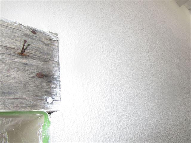 八尾アパート妻側フィラー塗布