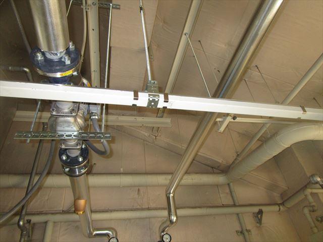 ボイラー室の配管の支え