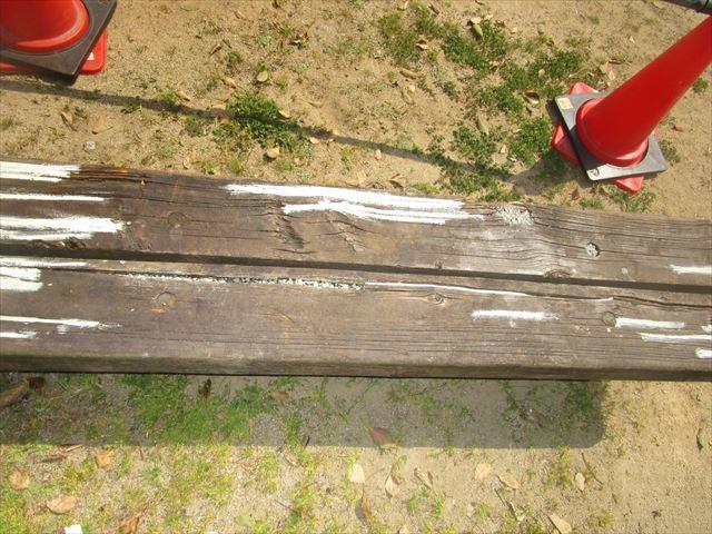 パテや穴埋めしたベンチ