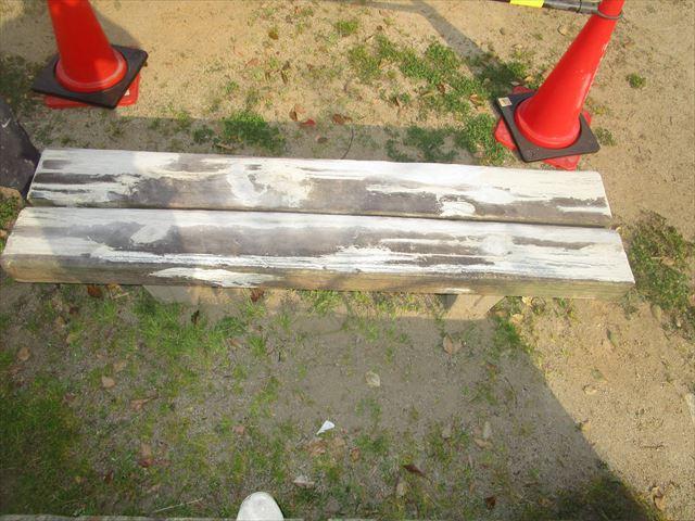 下地調整したベンチ