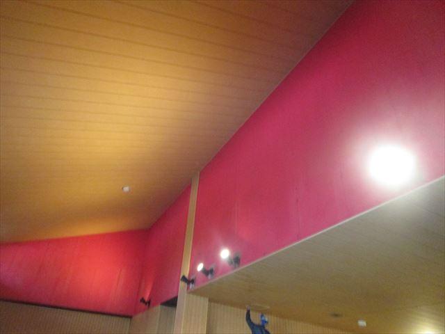 色褪せした浴場内壁