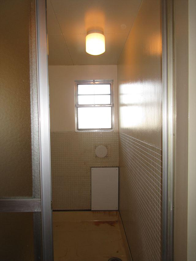 塗装した浴室のモルタル壁