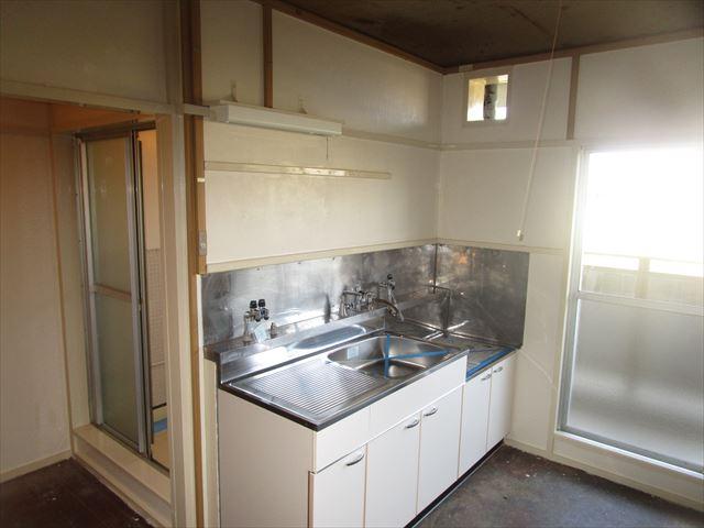 塗装した台所のパネル