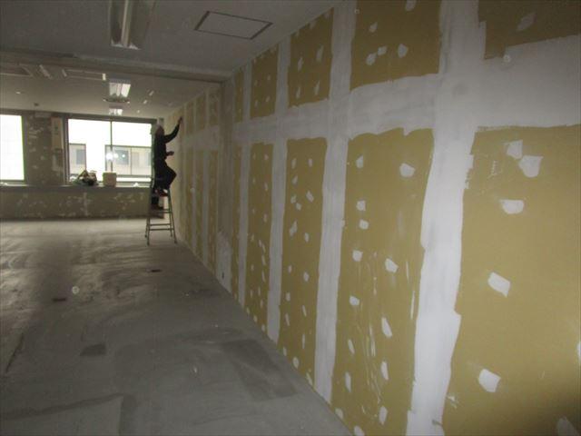 ボードと既設壁のパテ