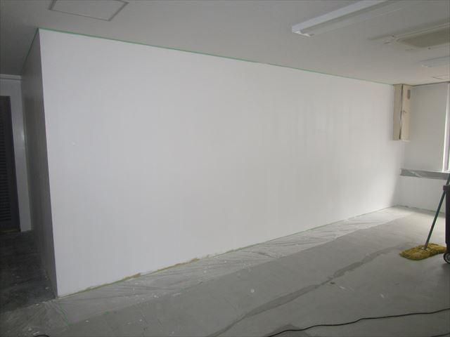 上塗りしたボード壁