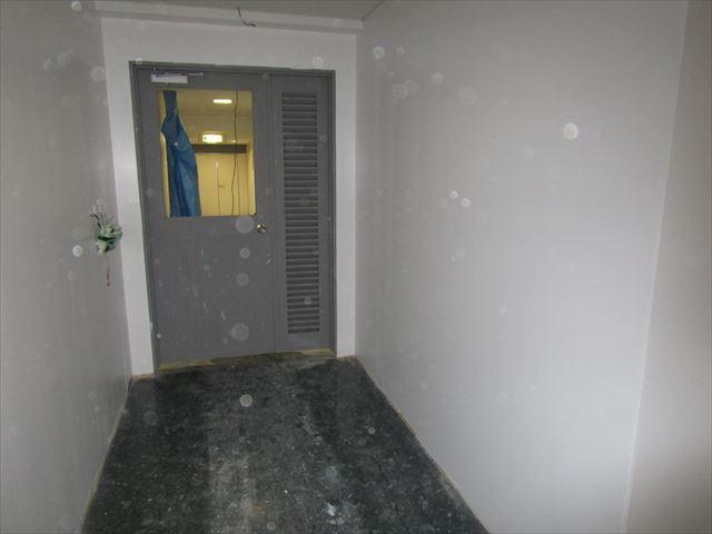 塗装前の鉄扉