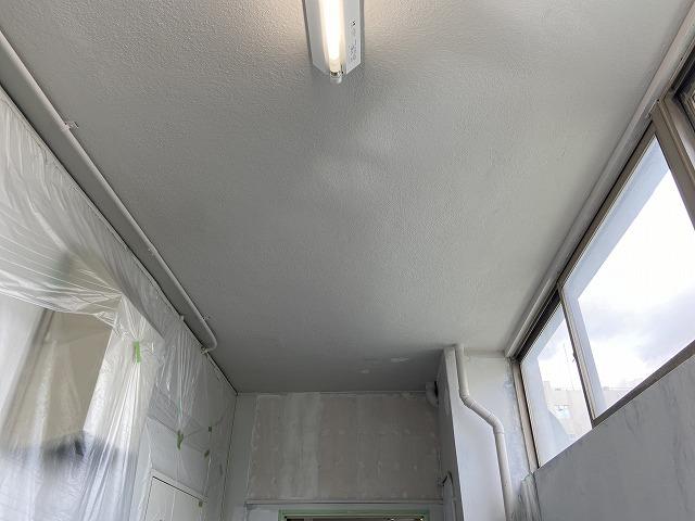 第二弾、京田辺市でトイレ改修工事工事に伴う天井・壁の塗装を行いました