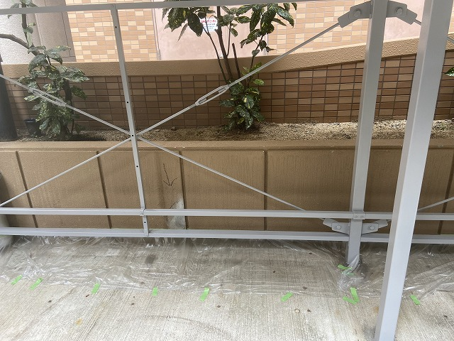 第二弾!大阪市生野区のマンション駐車場の腰壁塗装作業を行いました