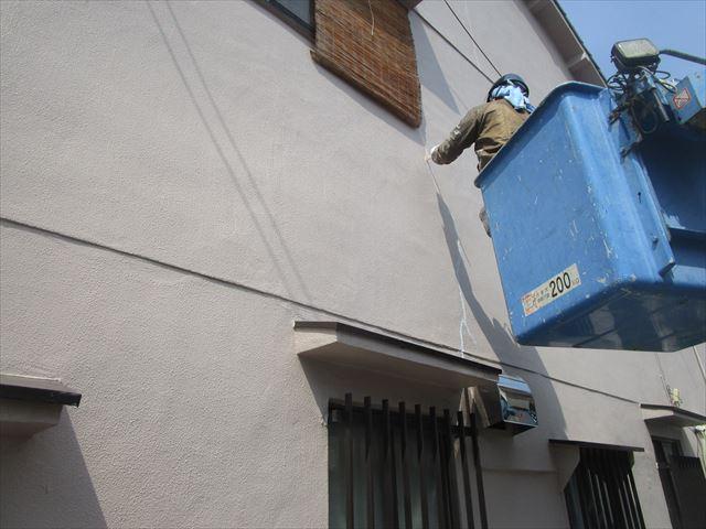 高所作業車での塗装