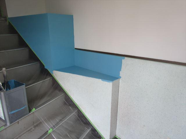 塗装途中の壁