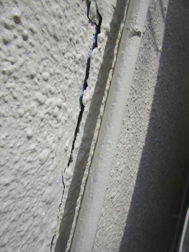 ヒビ割れの壁