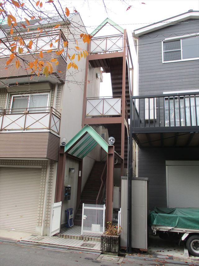 2階へ行く外部階段