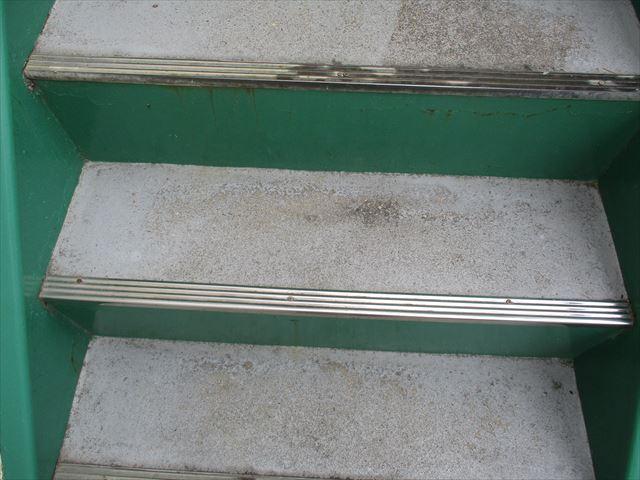 階段の踏み面アップ