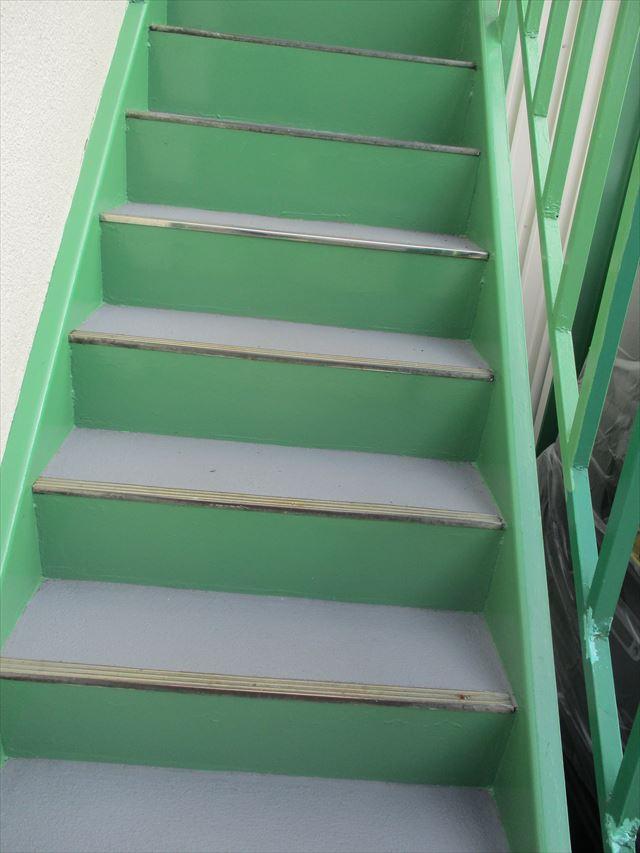 簡易防水した階段の踏み面
