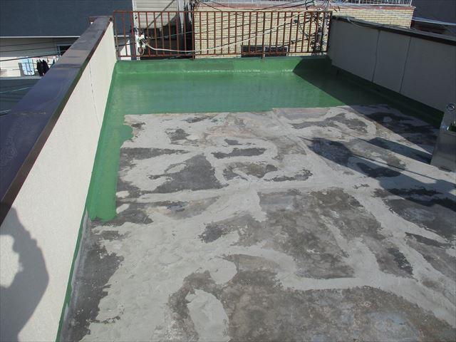 大阪市西成区で屋上の腰壁、床、階段塗装をおこないました。