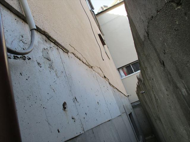 少し崩落した壁