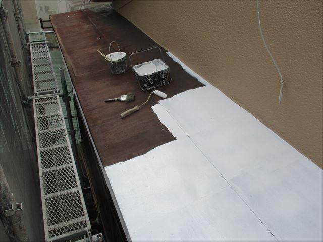 枚方市で外壁塗装工事に伴う鉄部と木部塗装をおこないました。