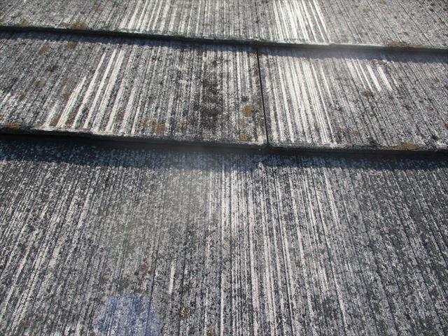 風化したスレート屋根