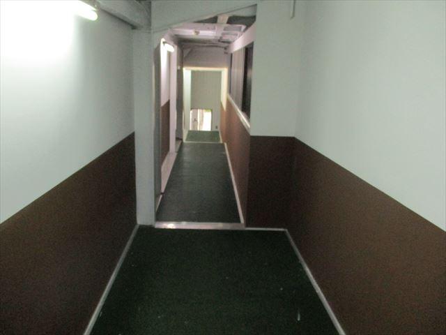 共用部の天井、壁塗装終了