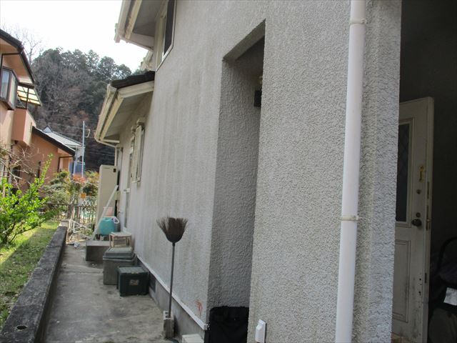 入口左側から見た家