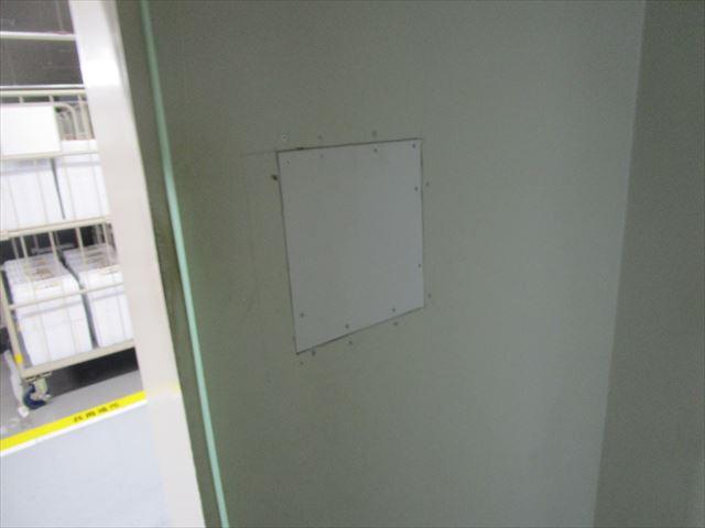 神戸市で施設の壁が破損したので、塗装で原状復旧しました。