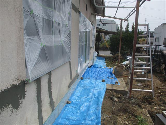 養生した床と窓