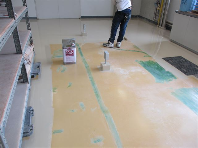 床用塗料下塗り