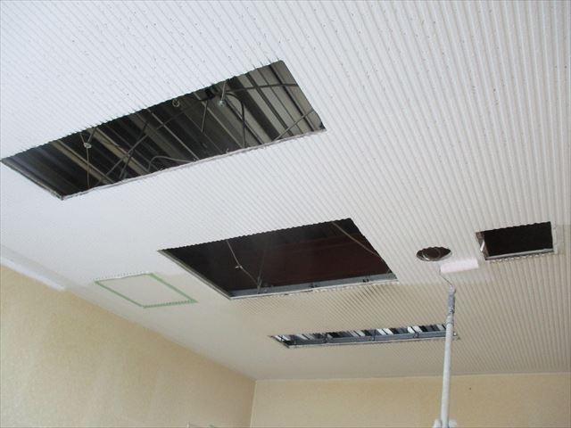 天井塗装塗はじめ