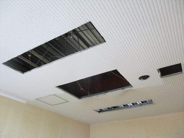リブ天井塗装前後