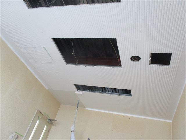 リブ天井塗装終わり前