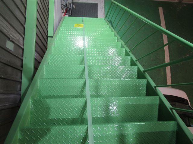 階段踏面塗装終了