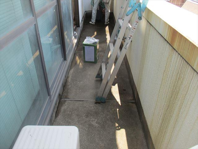 大阪市旭区の事務所ビルでバルコニーの簡易防水塗装を行いました